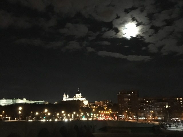Luna sobre el Manzanares ©El Viandante herido